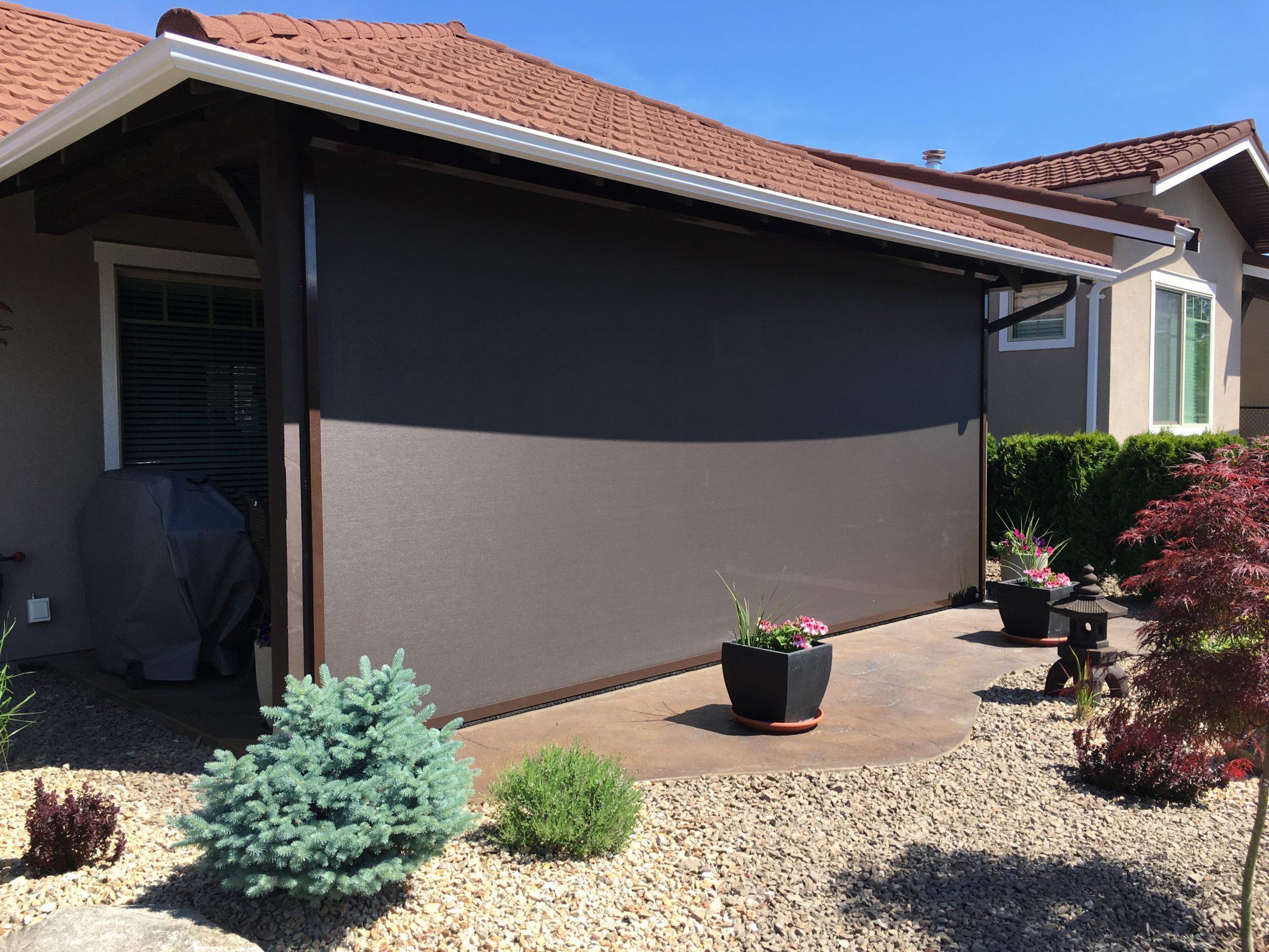 Retractable Screens for Sun ,Wind and Rain